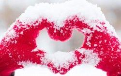 Love heart Snow Hands 5K Wallpapers
